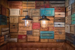 SmaaQt wooden wall and lights